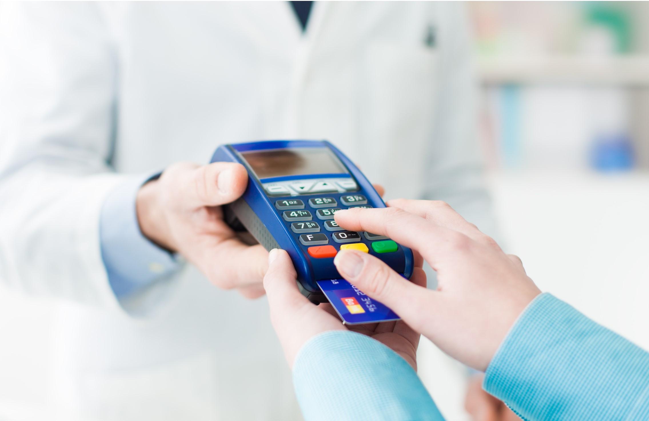 Farmácias de manipulação associadas têm desconto em taxas de recebíveis de cartões